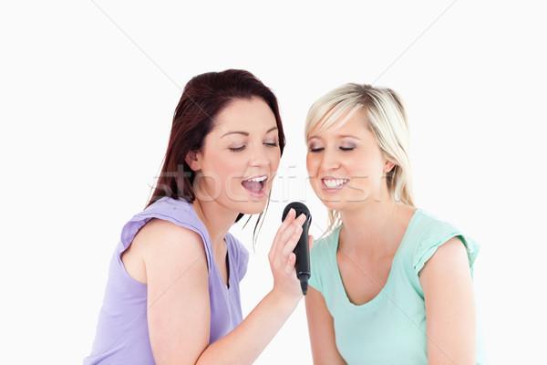 Stok fotoğraf: Neşeli · kadın · şarkı · söyleme · karaoke · stüdyo · gülümseme