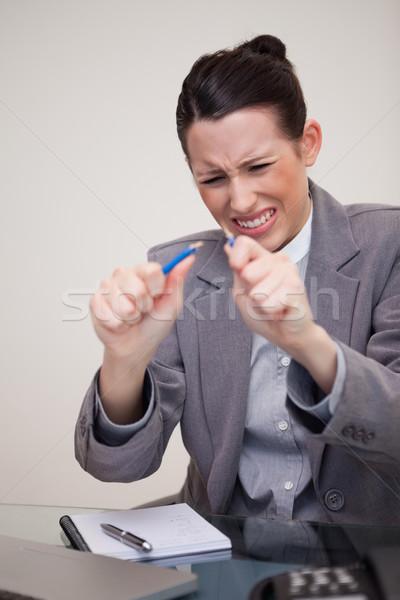 Wściekły młodych kobieta interesu pióro komputera farbują Zdjęcia stock © wavebreak_media