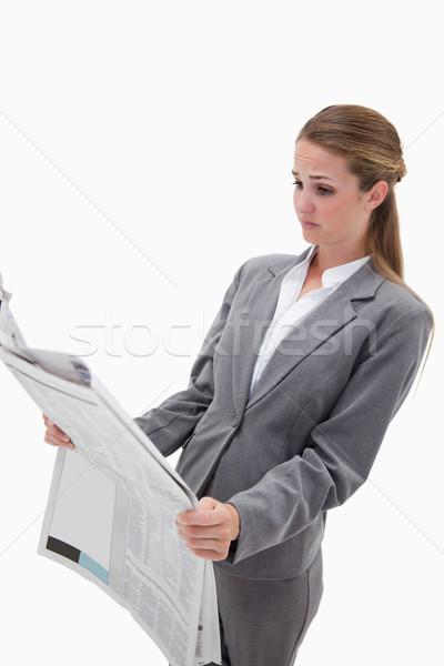 Portret verwonderd zakenvrouw lezing nieuws witte Stockfoto © wavebreak_media