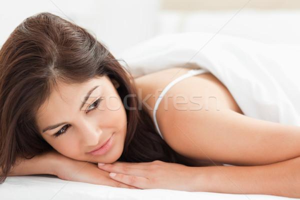 Tiro mulher colcha olhando lado Foto stock © wavebreak_media