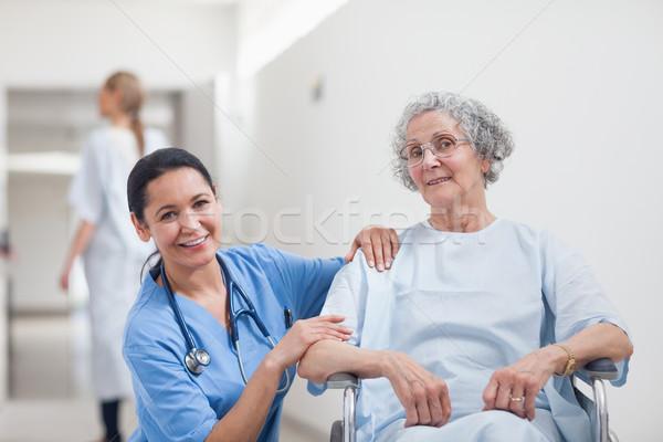 Pielęgniarki pacjenta uśmiechnięty szpitala kobieta strony Zdjęcia stock © wavebreak_media