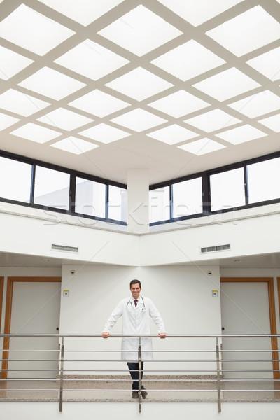 Orvos dől lépcsőház kórház folyosó orvosi Stock fotó © wavebreak_media