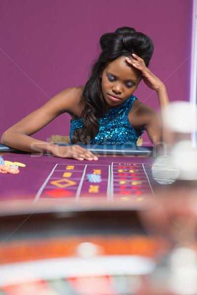 Femme regarder bouleversé roulette table casino Photo stock © wavebreak_media