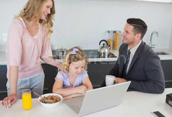 Familie ontbijt tijd paar naar ander Stockfoto © wavebreak_media