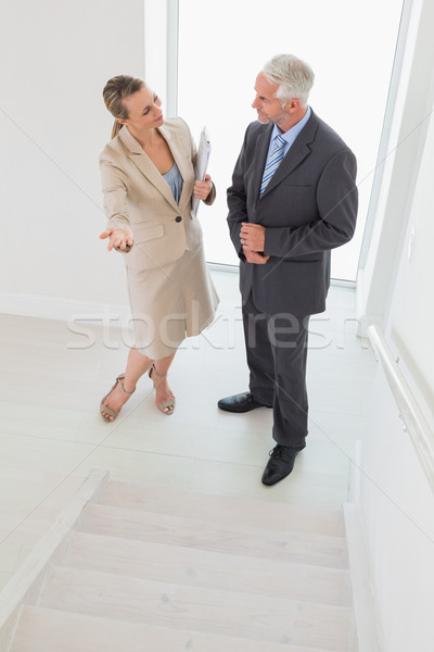 Sorridente corretor de imóveis escada potencial Foto stock © wavebreak_media