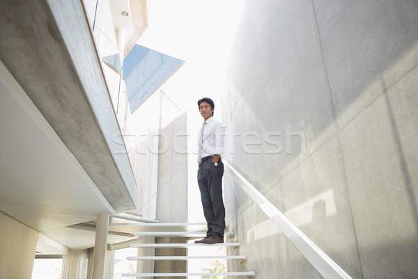 Człowiek stałego ręce domu portret schody Zdjęcia stock © wavebreak_media