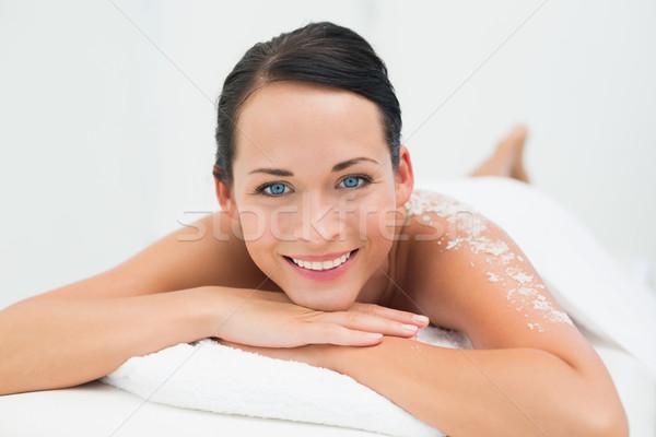 Spokojny brunetka uśmiechnięty kamery soli Zdjęcia stock © wavebreak_media