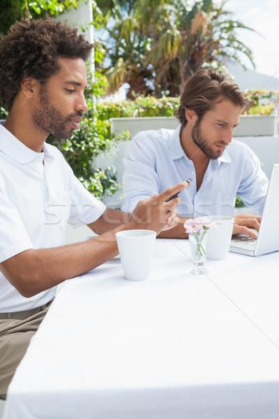 два занят друзей кофе вместе за пределами Сток-фото © wavebreak_media