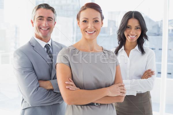 Imprenditrice sorridere piegato braccia lavoro squadra Foto d'archivio © wavebreak_media
