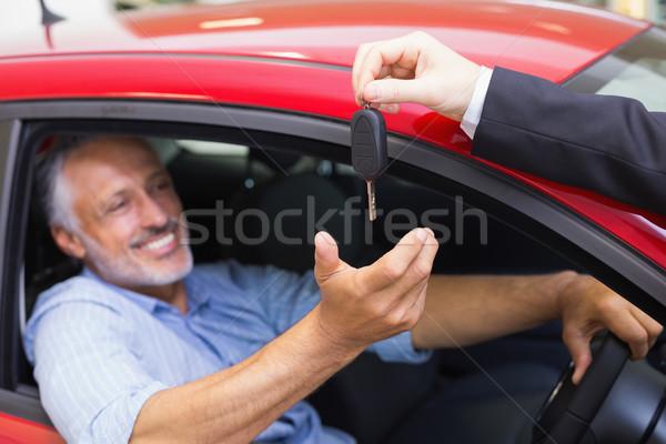 Sorridente homem condução carro vendedor chave Foto stock © wavebreak_media