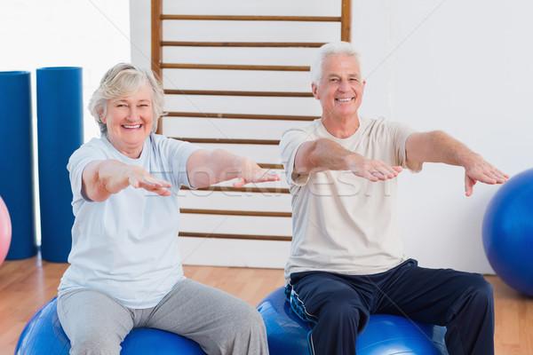 Idős pár karok a magasban ül testmozgás labda portré Stock fotó © wavebreak_media
