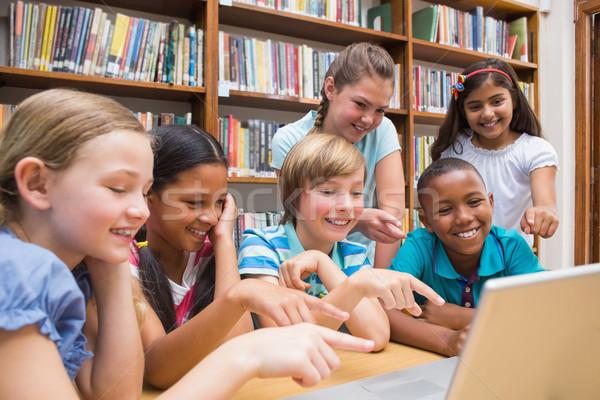 Aranyos iskolás táblagép könyvtár általános iskola könyv Stock fotó © wavebreak_media
