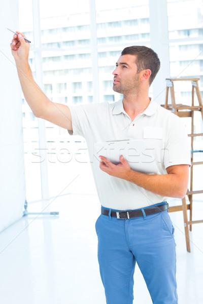 Felügyelő építkezés férfi vágólap férfi építkezés Stock fotó © wavebreak_media