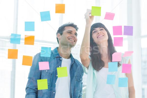 Jonge creatieve zakenlieden schrijven foto editor Stockfoto © wavebreak_media