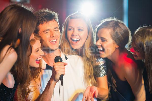 Szczęśliwy znajomych śpiewu karaoke wraz bar Zdjęcia stock © wavebreak_media