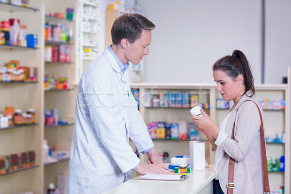 Photo stock: Client · parler · pharmacien · boîte · pilules