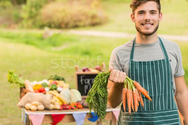 Knap landbouwer wortelen tabel Stockfoto © wavebreak_media