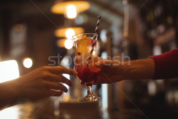 Női bár gyengéd üveg koktél vásárló Stock fotó © wavebreak_media