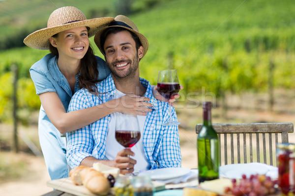 Portré fiatal pér tart vörösbor asztal szőlőskert Stock fotó © wavebreak_media