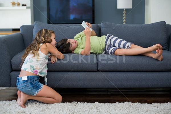 Testvérek digitális tabletta nappali otthon lány Stock fotó © wavebreak_media