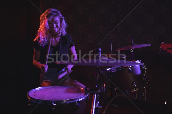 Női dobos előad színpad éjszakai klub gyönyörű Stock fotó © wavebreak_media