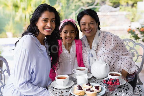 портрет улыбаясь семьи сидят вместе завтрак Сток-фото © wavebreak_media