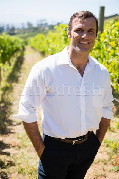 肖像 笑みを浮かべて 立って 手 フィールド ファーム ストックフォト © wavebreak_media