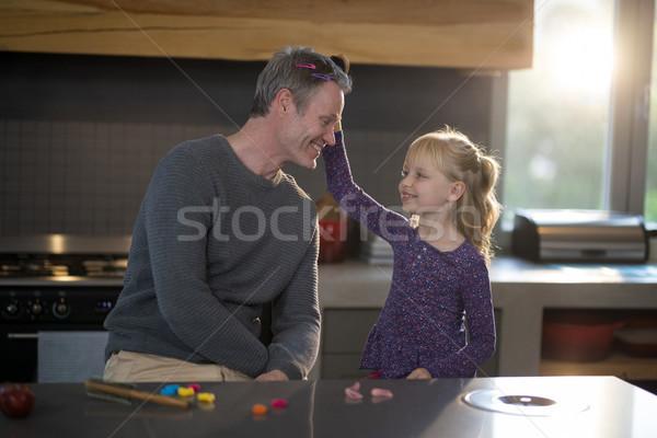 Dochter haren keuken meisje gelukkig kind Stockfoto © wavebreak_media