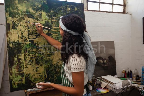 Atento mujer pintura lienzo dibujo clase Foto stock © wavebreak_media