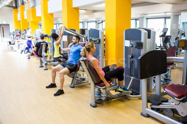Caber pessoas pesos ginásio mulher Foto stock © wavebreak_media