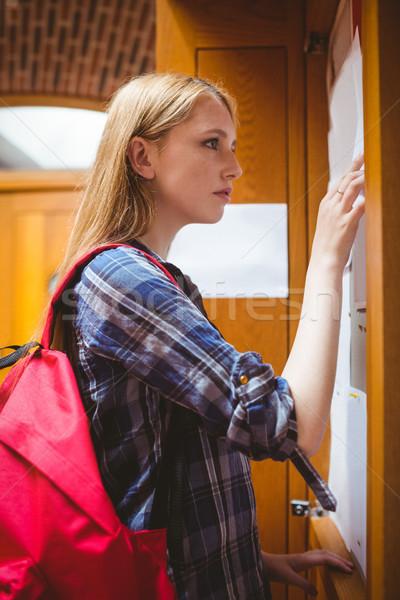 довольно студент глядя девушки колледжей университета Сток-фото © wavebreak_media