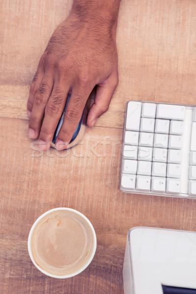 бизнесмен с помощью мыши рабочих чашку кофе столе Сток-фото © wavebreak_media