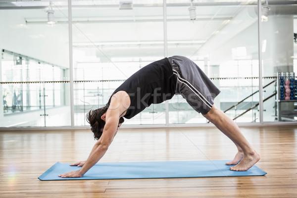 Foto d'archivio: Bell'uomo · stuoia · di · yoga · studio · uomo · sport · corpo