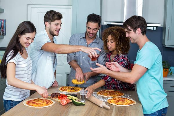 Több nemzetiségű barátok pizza konyhaasztal fiatal otthon Stock fotó © wavebreak_media