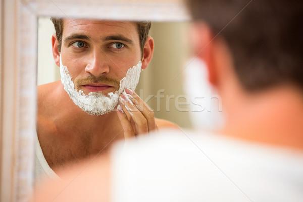 Hombre espuma bano espejo casa Foto stock © wavebreak_media