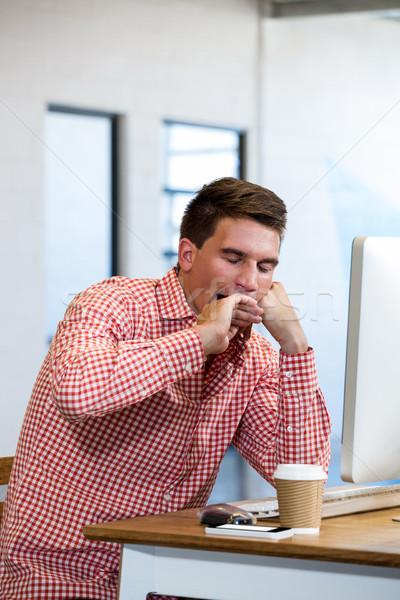 Férfi ásít asztal alszik iroda számítógép Stock fotó © wavebreak_media