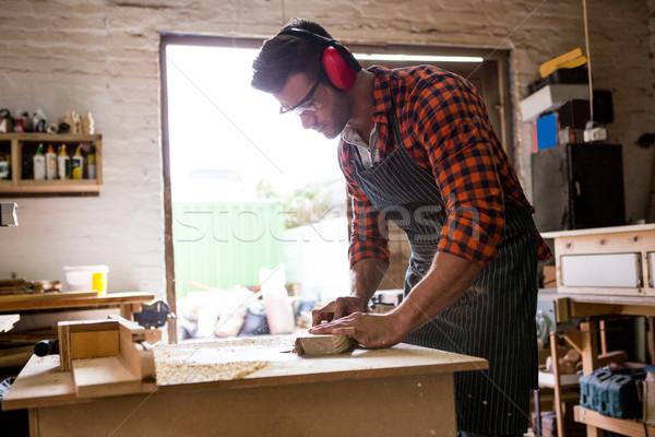 Charpentier travail poussiéreux atelier bâtiment homme Photo stock © wavebreak_media