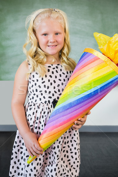 Portret glimlachend schoolmeisje geschenk klas Stockfoto © wavebreak_media
