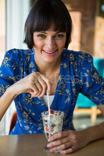 Retrato sorrindo sobremesa café computador restaurante Foto stock © wavebreak_media