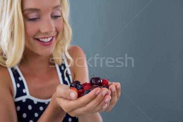 красивая женщина Ягоды путешествия клубника завтрак Сток-фото © wavebreak_media