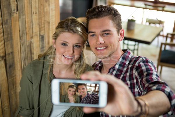 Uśmiechnięty para telefonu komórkowego kobieta Zdjęcia stock © wavebreak_media