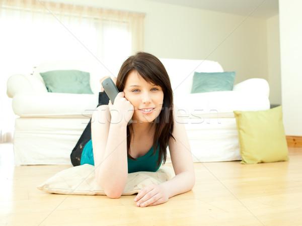 Hartstochtelijk vrouw woonkamer televisie technologie Stockfoto © wavebreak_media