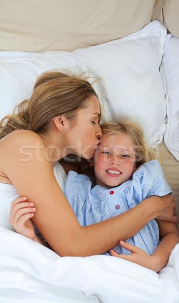 Afetuoso mãe beijando filha mulher família Foto stock © wavebreak_media