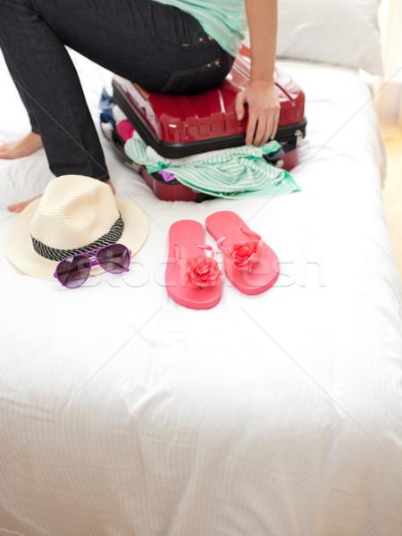 женщину тесные чемодан кровать девушки Сток-фото © wavebreak_media