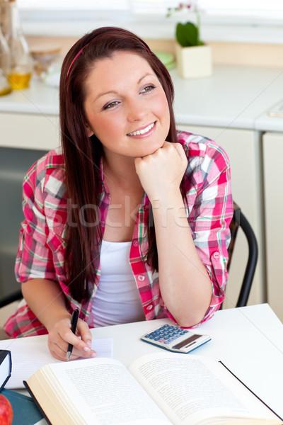 Stok fotoğraf: öğrenci · ödev · ev · mutfak · kadın
