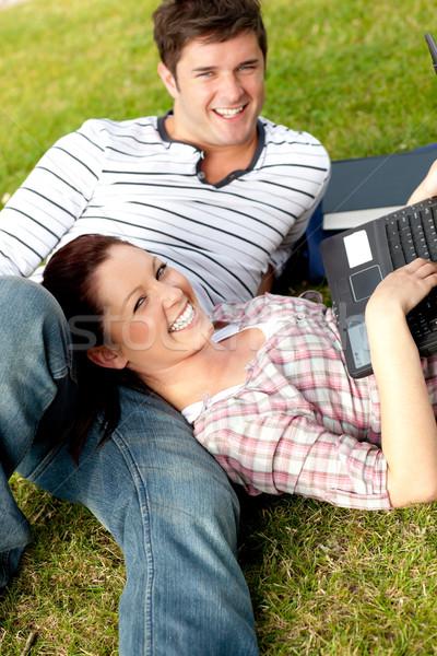 Pár boldog diákok laptopot használ fű kampusz Stock fotó © wavebreak_media