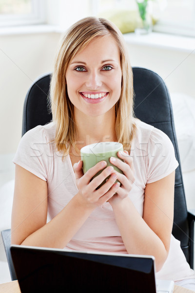 Portret kobieta kubek kawy pracy Zdjęcia stock © wavebreak_media