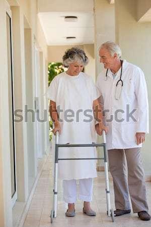 Médico toma presión arterial paciente mujer salud Foto stock © wavebreak_media