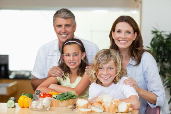 улыбаясь семьи Бутерброды вместе девушки Сток-фото © wavebreak_media