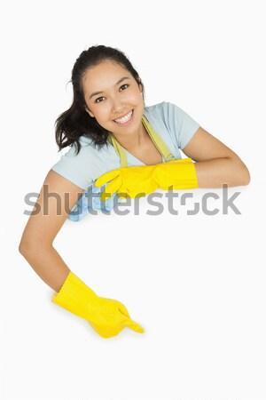 Gelukkig schoonmaken dame rubberen handschoenen schort wijzend Stockfoto © wavebreak_media